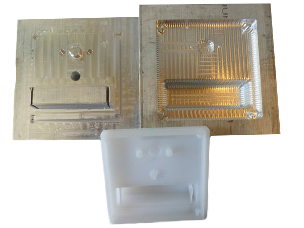 mold with threaded insert